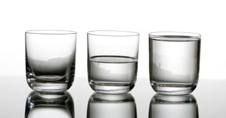 copo_meio_cheio_meio_vazio